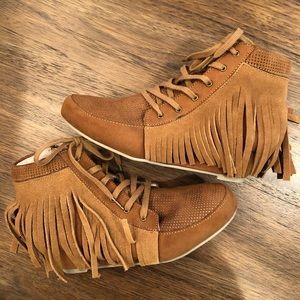 🌾NEW Joyfolie fringe boots | Kids size 1